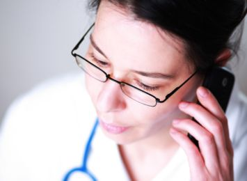 CBOS: W czasie pandemii 62 proc. Polaków skorzystało z telefonicznej porady lekarskiej