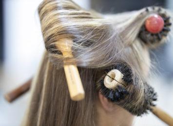 Jak zadać o włosy po zimie? Przywróć im blask, witalność i pobudź do wzrostu