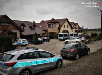 Nalot policji na dom przyjęć w Mszanie. Trwało tam przyjęcie na ponad 20 osób