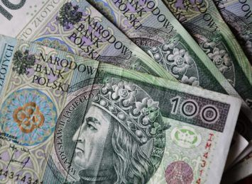 ZUS: Trzynastki wypłacone. Pieniądze na kontach emerytów i rencistów