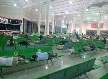 Polacy uwięzieni na Dominikanie, wśród pasażerów także mieszkańcy regionu. Winny zepsuty samolot
