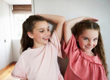 Dziś Dzień Rodzeństwa! Obalamy stereotypy na temat relacji z bratem czy siostrą
