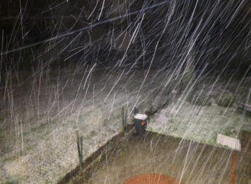 Uważajcie na drogach. Spadł śnieg, zimno!