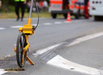 Osobówka zderzyła się z pojazdem obsługi autostrady na A1. 3 osoby zostały poszkodowane