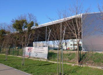 Budowa zadaszonego boiska przy Orzepowickiej w Rybniku stoi w miejscu