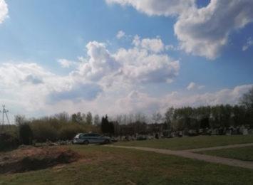 Granat na cmentarzu. Znaleziono go podczas kopania grobu