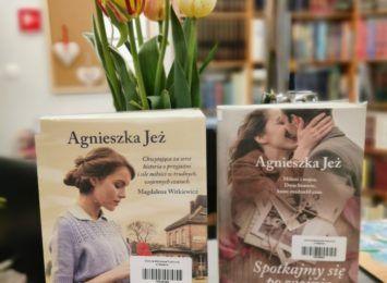 Książka na weekend. Poleca biblioteka w Gogołowej