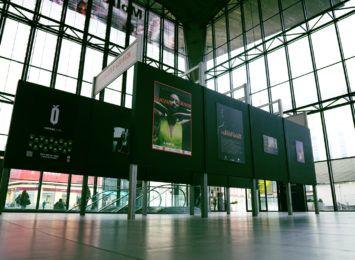 Młody fotograf z regionu pokazuje swoje zdjęcia na PKP w Katowicach