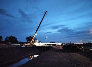Krzyżowice: Budowa mostu z opóźnieniami
