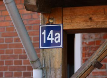 Raciborscy dzielnicowi przypominają o montażu tabliczki z numerem nieruchomości