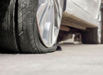 Kolizja trzech aut na autostradzie A1 w Mszanie. Przyczyną wystrzał opony