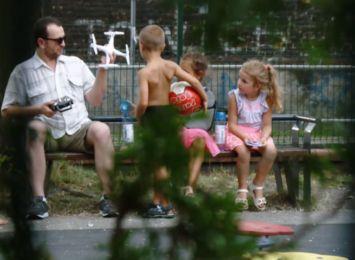 """""""Naucz mnie kiedy mówić NIE"""". Śląska policja pokazała, jak łatwowierne są dzieci [WIDEO]"""