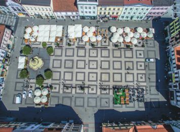 Mobilny punkt szczepień na rynku w Rybniku