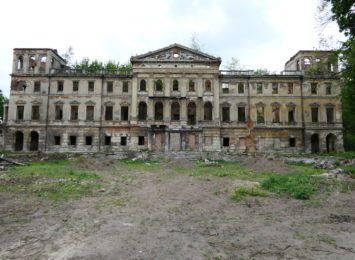 Co z ruinami pałacu w Sławikowie? Będzie renowacja, ale na efekt końcowy trzeba będzie poczekać