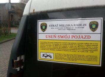 Straż Miejska w Radlinie usuwa porzucone samochody