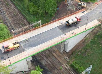 Zamontowano już barierki i zbudowano chodniki. Koniec prac na wiadukcie w Radlinie