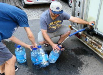 Czysta woda na razie tylko z pojemnika. PWiK rozwozi wodę po Wodzisławiu