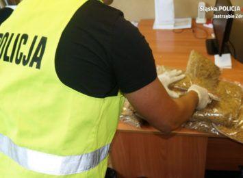 4 kilogramy tytoniu i 7 tysięcy sztuk papierosów. Jastrzębska policja przejęła nielegalny towar