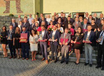 """Nagrody Powiatowy Lider Przedsiębiorczości 2019-2020 rozdane! """"Patrzymy z nadzieją w przyszłość"""""""