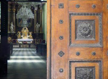 Więcej wiernych w kościołach? Episkopat apeluje do rządu
