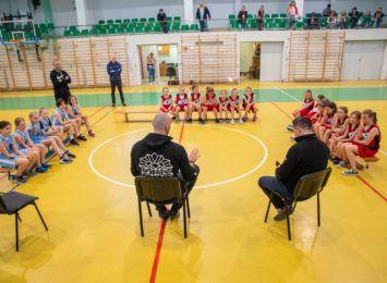 Marcin Gortat odwiedził wiślańskie koszykarki