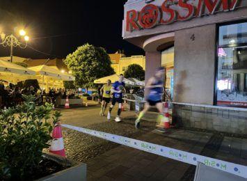 W blasku księżyca pobiegli ulicami Rybnika. Półmaraton Księżycowy 2021