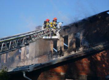 Milion złotych strat po pożarze w Stanicy. Strażacy podali wstępne wyliczenia