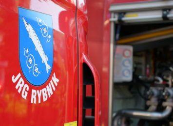 Pożar samochodów w Rybniku. Straty wstępnie oszacowano na 40 tysięcy złotych