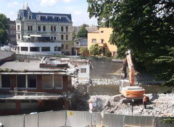 Trwa rozbiórka dawnej strażnicy w Cieszynie. Obiekt zniknie z ulicy Zamkowej 1 [FOTO]