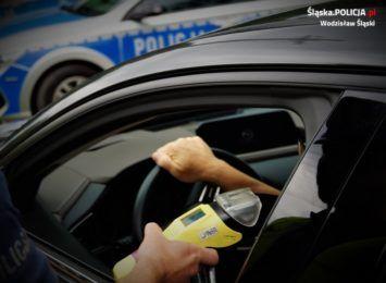 Pijany kierowca próbował przekupić wodzisławskich policjantów. Stanie przed sądem
