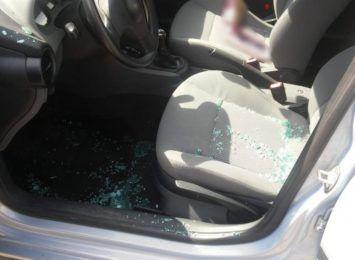 Wybili szybę w samochodzie, by ratować dwójkę dzieci