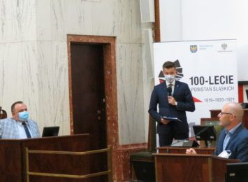 """Okrągły stół w sprawie szpitala w Rybniku: marszałek krytykuje władze miasta, a dyrektorka woła """"SOS"""""""