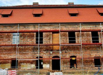 Pocysterski dworek w Stodołach powoli odzyskuje dawny blask