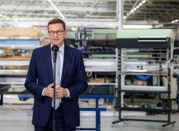 Premier Morawiecki odwiedził siedzibę firmy Eko-Okna w Kornicach