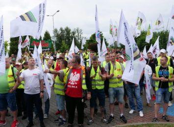 """Mówią """"NIE"""" brakowi dialogu społecznego! Trwa pikieta przed Jastrzębską Spółką Węglową [LIVE, FOTO]"""