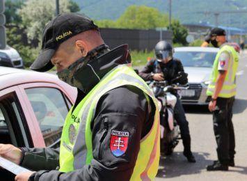 Słowacja zamyka przejścia graniczne, od piątku większe obostrzenia
