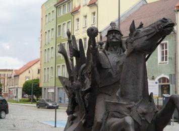 Pomnik króla Jana III Sobieskiego stanął na ulicy Długiej w Raciborzu