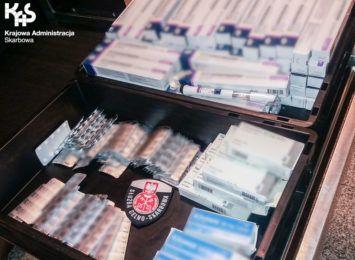 Walizkę pełną farmaceutyków przechwycono na lotnisku w Katowicach-Pyrzowicach [WIDEO]
