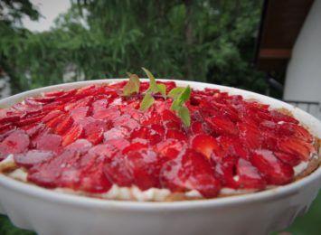 Kuchnia Radia 90: Tarta z kremem mascarpone i truskawkami