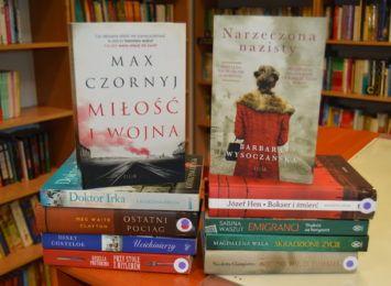 Książka na wakacje. Biblioteka z Czerwionki-Leszczyn zachęca do tematyki wojenno-obozowej