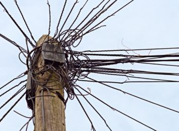 Rozejrzyj się i zgłoś słupy lub kable telekomunikacyjne do przeglądu