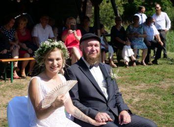 Niecodzienne zaślubiny w Rybniku. Gosia i Arek pobrali się nad Rudą [LIVE, FOTO]