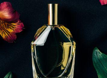Perfumy na jesień. Jak znaleźć idealny zapach? [materiał partnera]