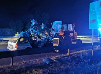 Zderzenie samochodu osobowego z ciągnikiem rolniczym w Pawłowicach