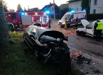 Zderzenie dwóch samochodów na skrzyżowaniu w Jastrzębiu-Zdroju. Jest poszkodowana kobieta [FOTO]