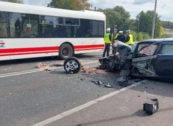 Autobus zderzył się z samochodem osobowym w Mszanie. 7 osób jest rannych [FOTO] [AKTUALIZACJA]