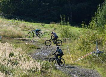 Siła mięśni i silnika - rowerzyści w Brennej zdobywali stok narciarski [WIDEO,FOTO]