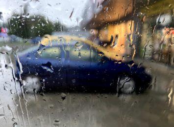 Meteorolodzy zapowiadają intensywne opady deszczu, wzrośnie poziom wody w rzekach