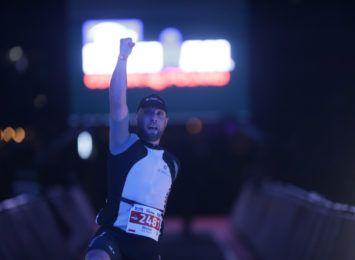 """""""Myślę: nigdy więcej, a potem biorę udział w kolejnych zawodach"""". Michał Gmyrek pokonuje własne bariery w triathlonach"""