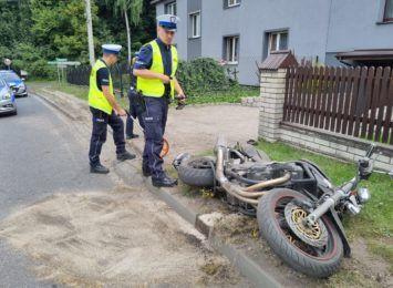 36-letni motocyklista poszkodowany w wypadku w Świerklanach. Uderzył w ogrodzenie [FOTO]